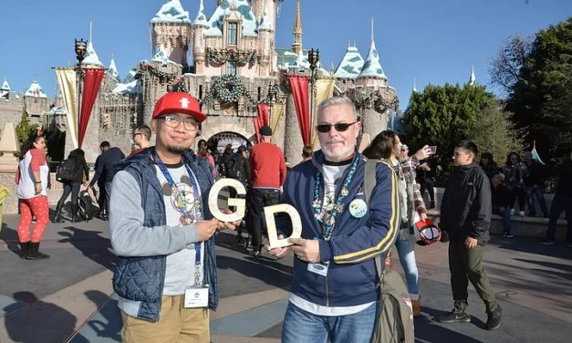 G&D in Disneyland (Things that Gay Couple Can Do in Disneyland)